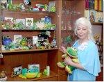 Людмила Георгиевна БРОННИКОВА больше 20 лет коллекционирует лягушек